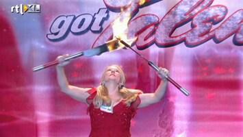 Het Beste Van Got Talent Worldwide Half blinde vrouw speelt met vuur