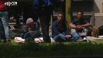 RTL Nieuws Op straat gezette asielzoekers nemen kantoorpand in