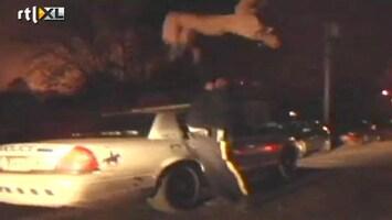 Editie NL Malloot maakt salto van politieauto