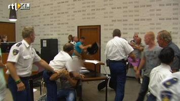 RTL Nieuws Beelden van de vechtpartij in de rechtszaal