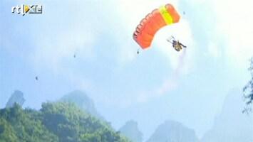 RTL Nieuws Waaghalzen springen in eerste WK wingsuit