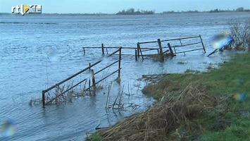 RTL Nieuws Storm geluwd, bedreiging water blijft