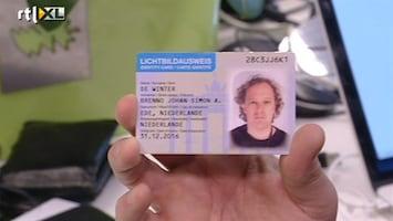 RTL Nieuws Journalist komt met valse ID-kaart overal binnen