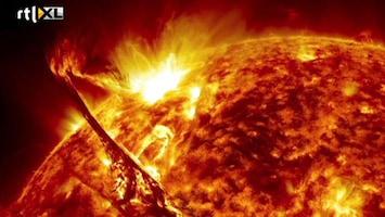 RTL Nieuws Prachtige beelden van explosies op de zon