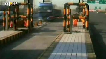 RTL Nieuws Ravage: vrachtwagen mist tolpoortje