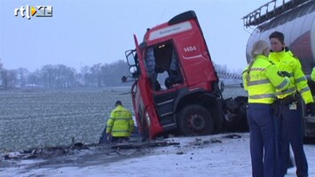 RTL Nieuws Ravage door spekgladde N34: drie gewonden