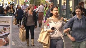 Editie NL Winkelstraat bomvol door Primark
