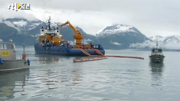 RTL Nieuws Actie Greenpeace bij tankstations om olieboringen Shell