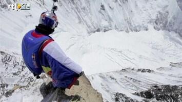 RTL Nieuws Bijzondere basejump van Mount Everest