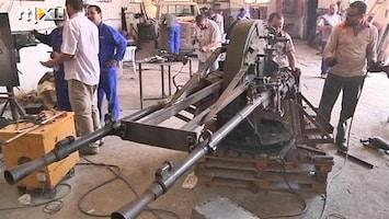 RTL Nieuws Libische rebellen knappen wapens op