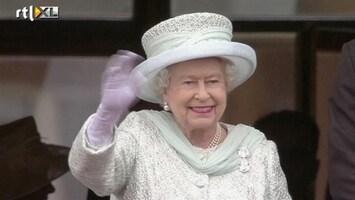 RTL Nieuws Massa juicht Queen toe bij Buckingham Palace