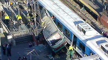 RTL Nieuws Botsing tussen bus en treinen