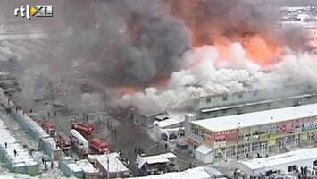 RTL Nieuws Winkelcentrum brandt volledig uit