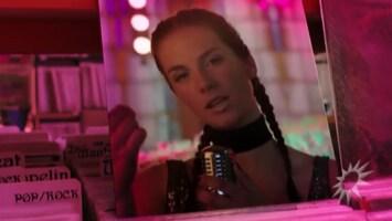 Maan komt met flitsende clip bij nieuwe single