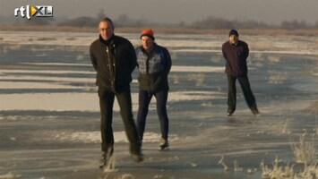 RTL Nieuws Eerste schaatsers wagen zich op het ijs