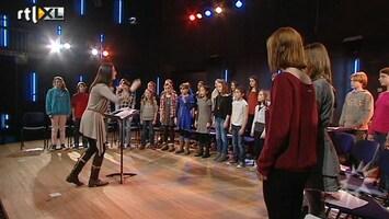 RTL Boulevard Nieuw Amsterdams Kinderkoor zingt tijdens inhuldiging