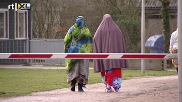 RTL Nieuws Problemen met AZC 'lopen spuigaten uit'