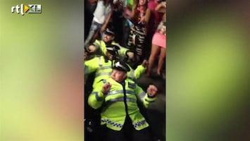 RTL Nieuws Agenten internethit met dans op straatfeest