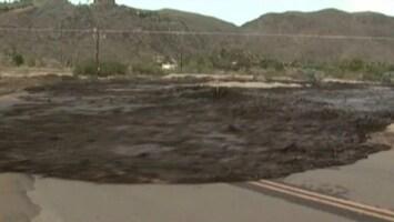 RTL Nieuws Muur van water overspoelt snelweg