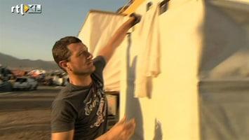 RTL GP: Dakar 2011 Labrie goes Dakar 24: douchen met Harmen