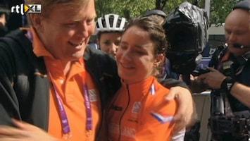 RTL Nieuws Koninklijke knuffel voor Marianne Vos