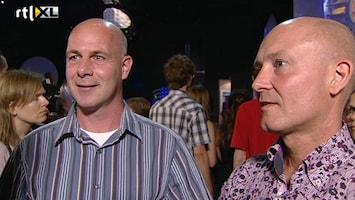 RTL Nieuws Broers kijken in spanning naar de landing André Kuipers