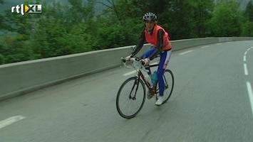 RTL Nieuws Fien haalt de top van Alpe d'Huez