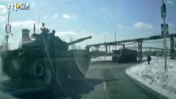 RTL Nieuws Opgepast: spontaan overstekende tanks