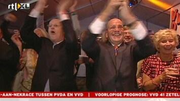 RTL Nieuws VVD juichend op de tafels