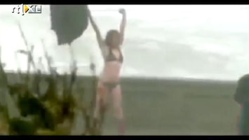 Editie NL Bikini-babe overwint Sandy