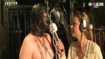 Radio 538 Froukje interviewt meesteres en slaaf in de SM Studio