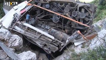 RTL Nieuws Bus stort in ravijn, 12 doden