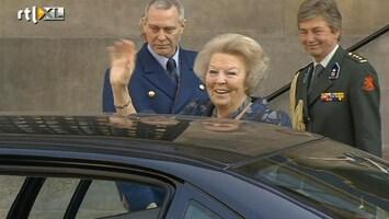 RTL Nieuws Beatrix toegezongen: 'Bea Bedankt!'