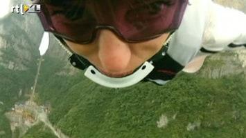 RTL Nieuws Door de bergen vliegen in een wingsuit
