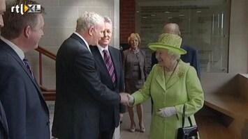 RTL Nieuws Historische handdruk Queen Elizabeth en Martin McGuinness