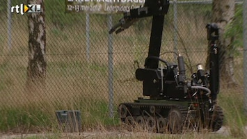 RTL Nieuws Nieuwe robots maken explosief onschadelijk