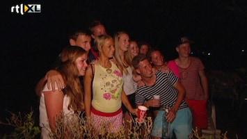 Samantha En Michael Willen Rust In De Tent! Hordes fans op de camping!