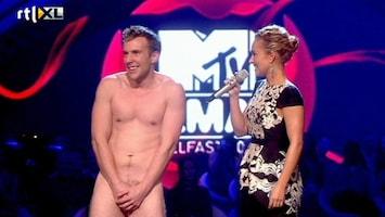 RTL Nieuws Naakte man 'verstoort' MTV-awards