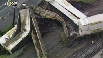 RTL Nieuws Modderstroom duwt trein van de rails
