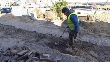 RTL Nieuws Amateur schatgravers zijn plaag voor archeologen