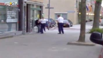 RTL Nieuws Politieagente schopt man bij arrestatie