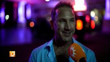 Hunk Jim Bakkum krijgt striptips in Las Vegas
