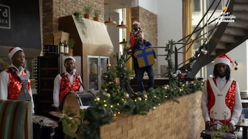 RTL 4's Onvergetelijke Feestdagen Peter van der Vorst verrast hardwerkende danslerares met nieuwe jasjes