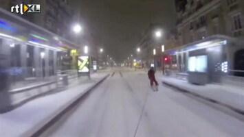 Editie NL Met 120 km/h op ski's door de stad