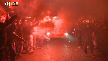 RTL Nieuws AZ-fans wachten ploeg op na bizar einde Ajax-AZ