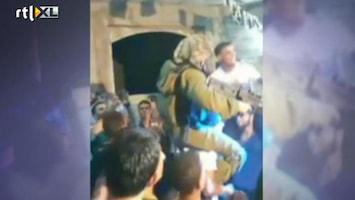 RTL Nieuws Israëlische soldaten doen dansje met Palestijnen