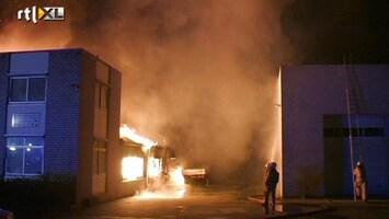 RTL Nieuws Felle brand legt autobedrijf in de as