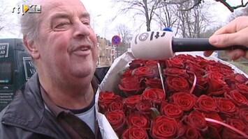RTL Nieuws Taart en bloemen voor jarige koningin