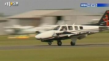 RTL Nieuws Vliegtuigje mist wiel en landt op zijn neus