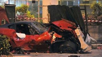 RTL Nieuws Ferrari knalt op taxi: drie doden